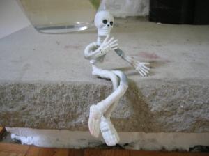 stretchy skeleten pondering