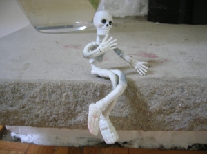 stretchy skeleten pondering