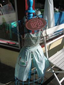 Lulu's Cafe West Nyack Apron Sign