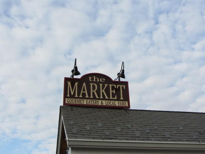 9W Market sign