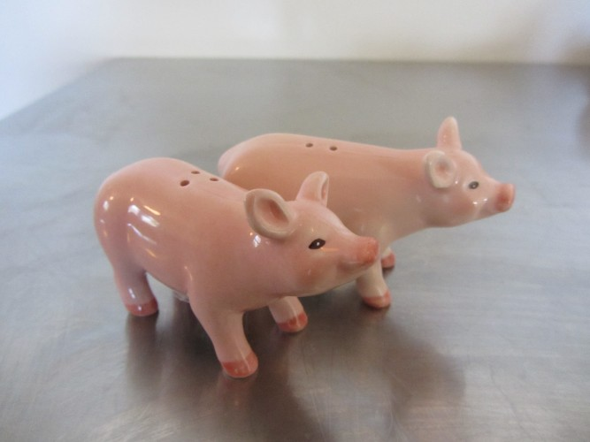 salt and pepper pigs